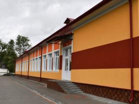 Оновлена школа в Гірках