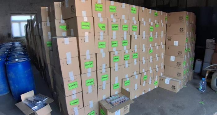 У Луцьку вилучили понад дві тисячі ящиків контрафактних цигарок