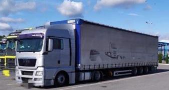 Контрабанда одягу у вантажівці