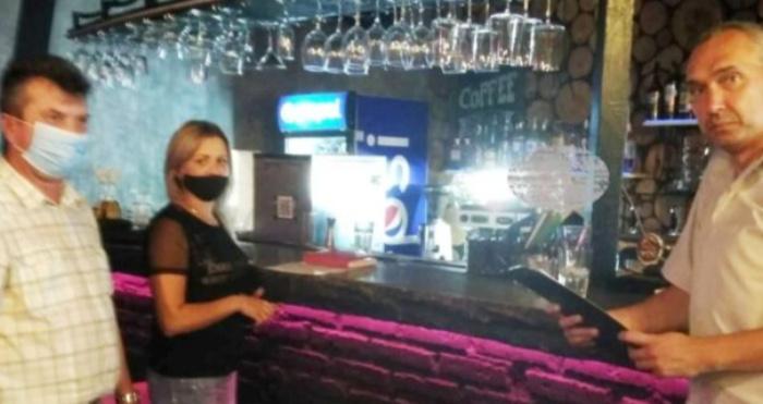 У Рівненському кафе зафіксували 9 нелегальних працівників