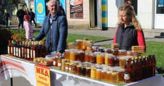 Пасічники громад Маневиччини представили свою продукцію на святі