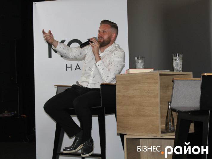 Фото з лекції ресторатора Романа Хорзова про успішні стартапи