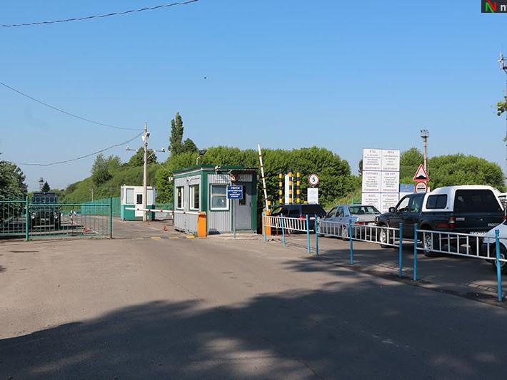 На волинському кордоні митники вилучили у громадян «зайві» двигуни