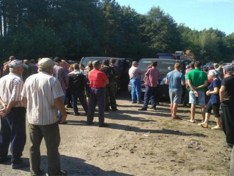 Галузійці попросили народну депутатку допомогти вирішити інцидент з видобутком бурштину
