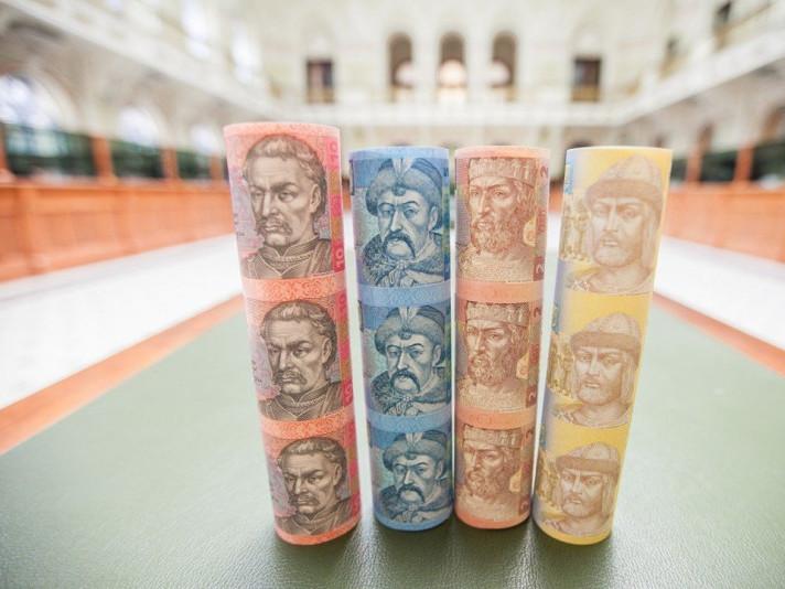 Гривня дорожчає найшвидше в порівнянні з доларом