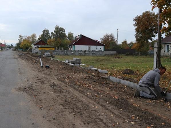 У Любешеві ремонтують тротуари