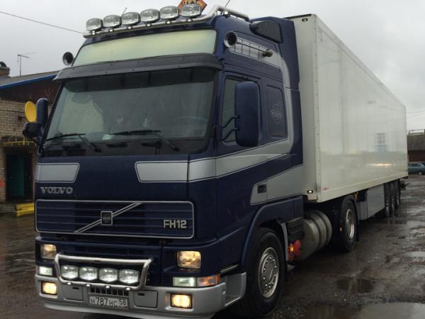 Вантажівка Volvo FH12. Фото ілюстративне