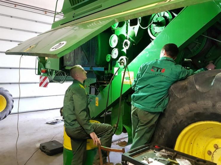 Техніку ремонтувати привозять у Любешів з усієї України