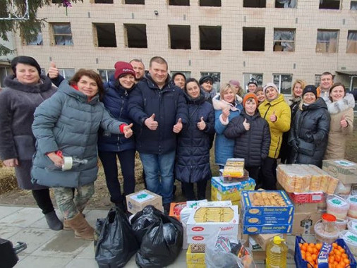 Луцькі базарники відправили воїнам понад 500 кілограмів святкових смаколиків