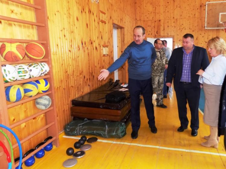 Учні на уроках фізкультури займаються і з оновленим спортивним інвентарем