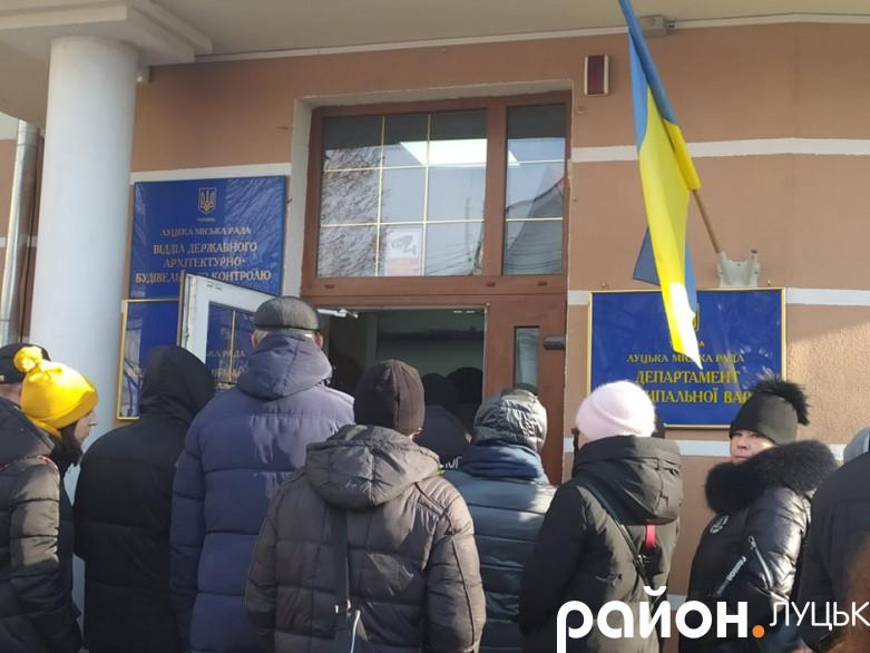 Працівники Центрального ринку викликають ЮліюСиротинську