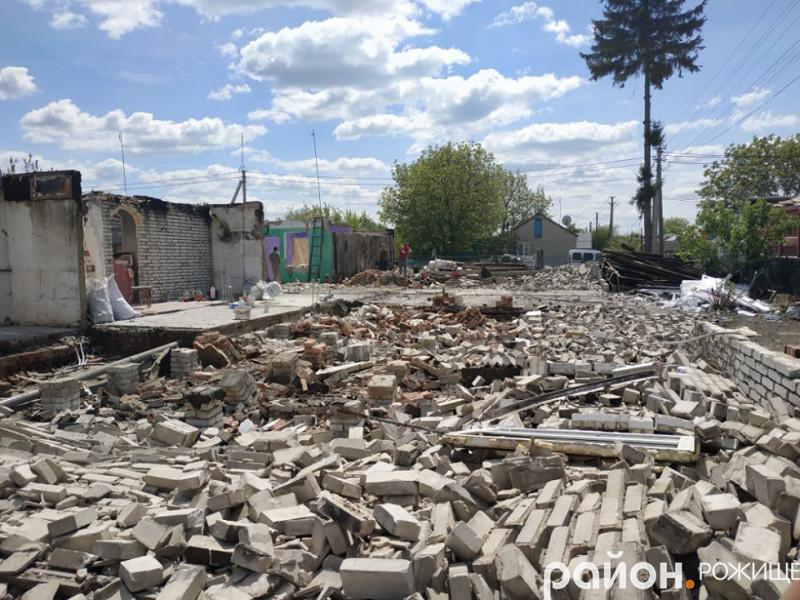 Роботи з демонтажу на місці колишнього багатоквартирного будинку