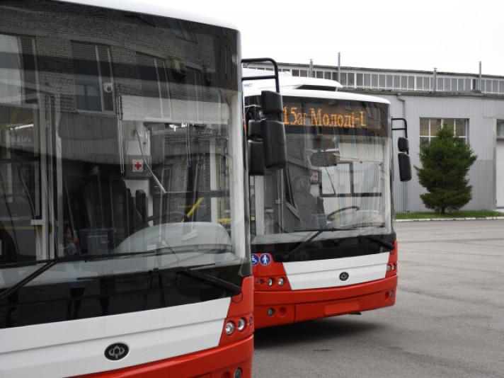 Кабінет Міністрів України та Європейський інвестиційний банк 9 грудня уклали ряд Кредитних угод на загальну суму 640 мільйонівєвро, в рамках якої 200 мільйонівєвро спрямуютьна проєкти з покращення якості та надійності громадського транспорту у 20