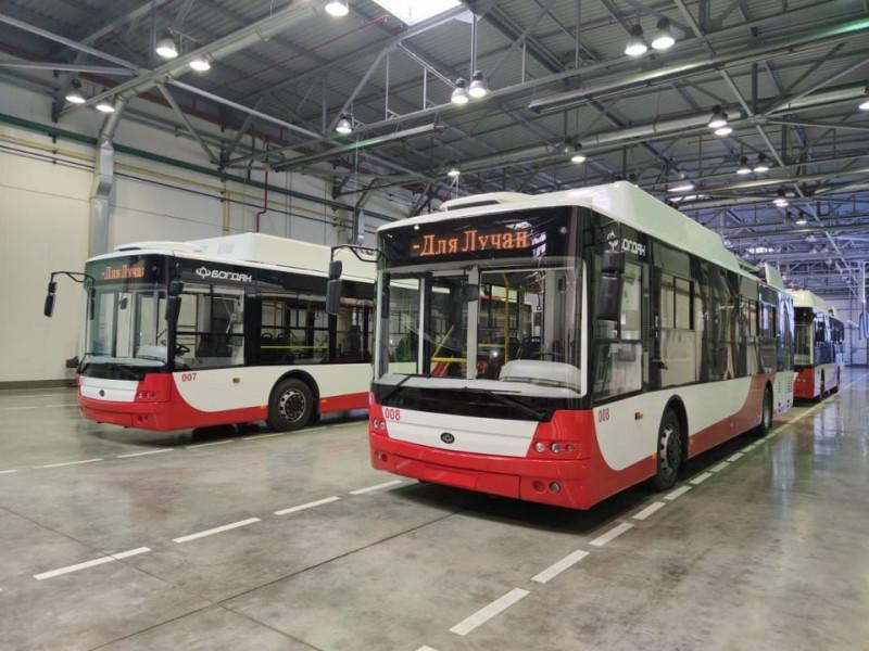 Вулицями Луцька курсуватимуть вже  десять нових тролейбусів