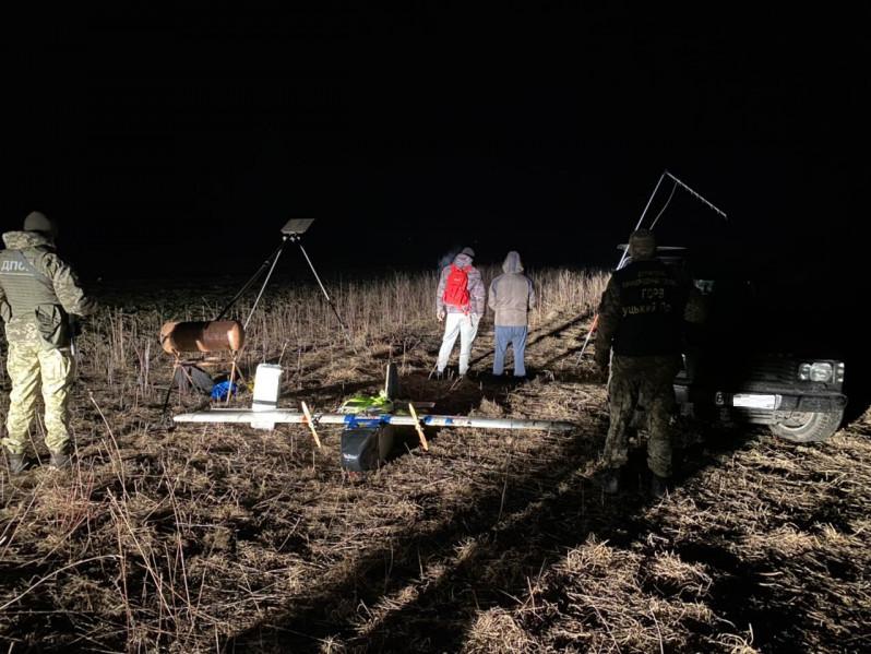 У селі Красноволя контрабандисти намагалися безпілотником перекинути цигарки до Польщі