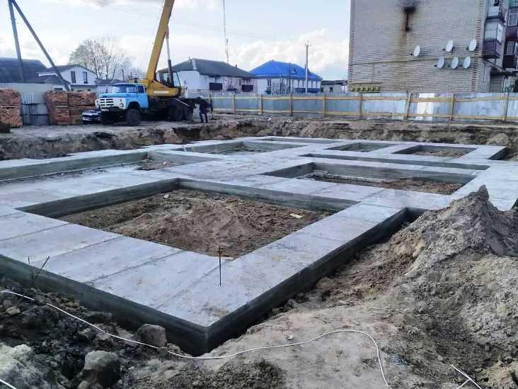 Будівництво першої багатоповерхівки