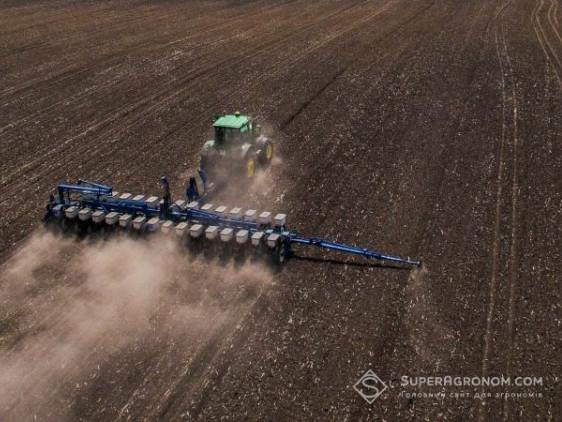 Волинські аграрії вимушені працювати у цілодобовому режимі