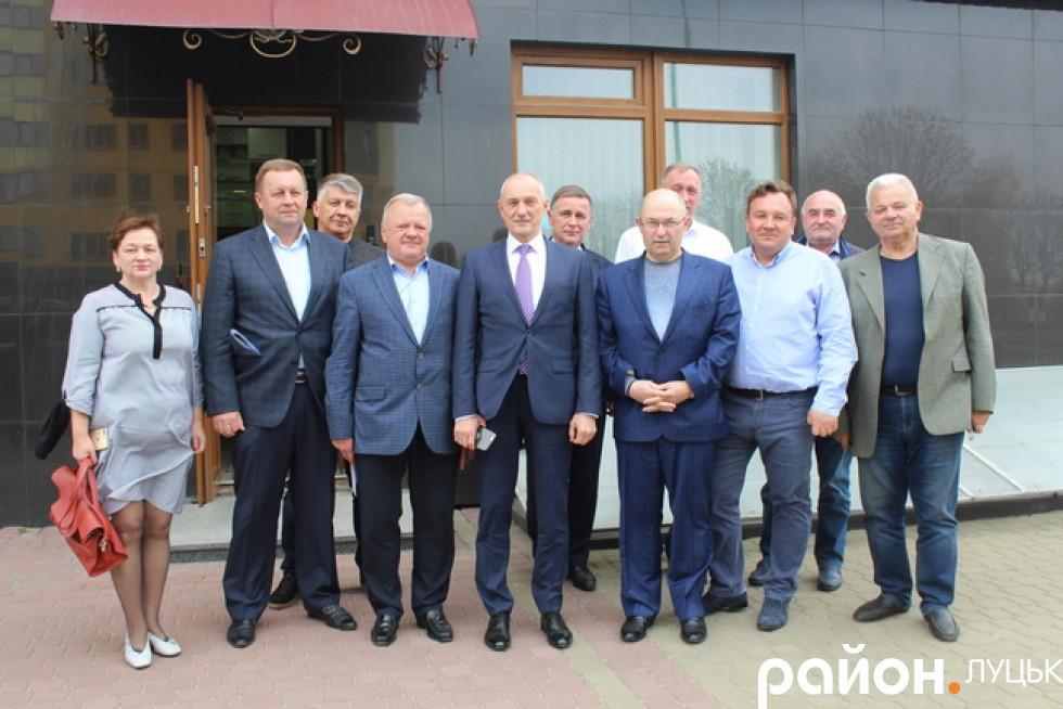 Наприкінці зустрічі змлевласники разом із очільником Волинської ОДА зробили спільне фото