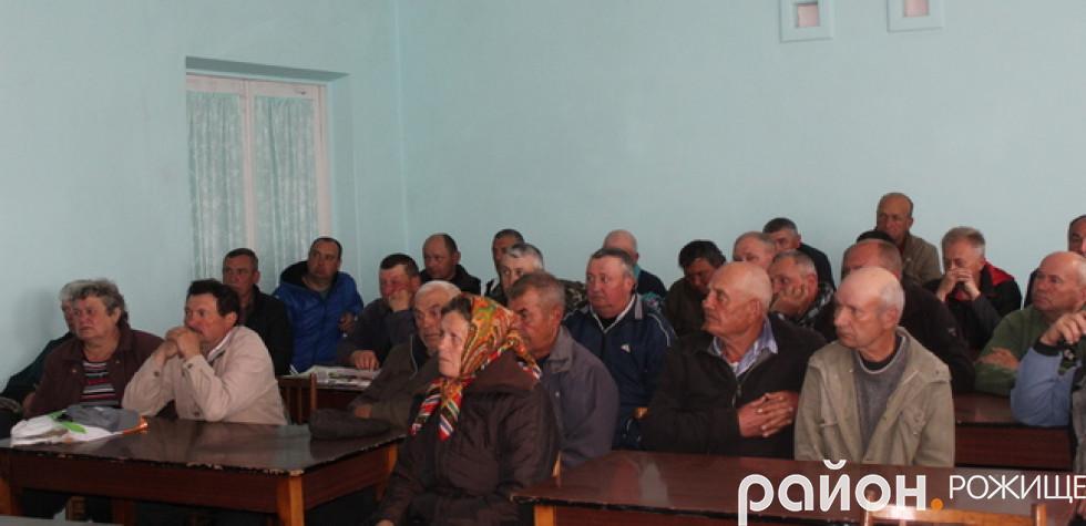 Громада прийшла на збори в СВК імені Ватутіна