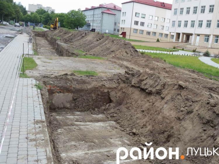 Ремонтують тепломережу в Луцьку