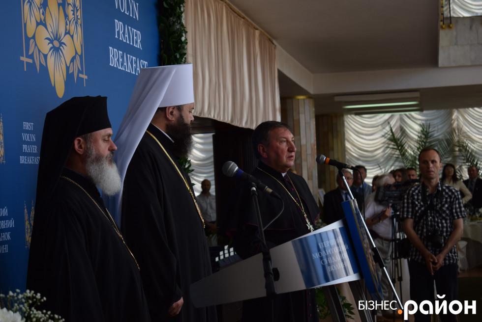 Молитву за Україну виголошували митрополит Луцький і Волинський Михаїл