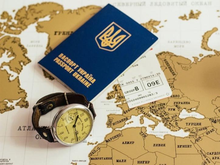 У Луцьку не зменшуються черги за закордонними паспортами