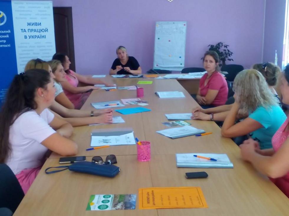 Жінкам Іваничівщини розповідали, що в умовах сьогодення жінка здатна змінювати себе, удосконалювати, пристосовуватися до умов житт