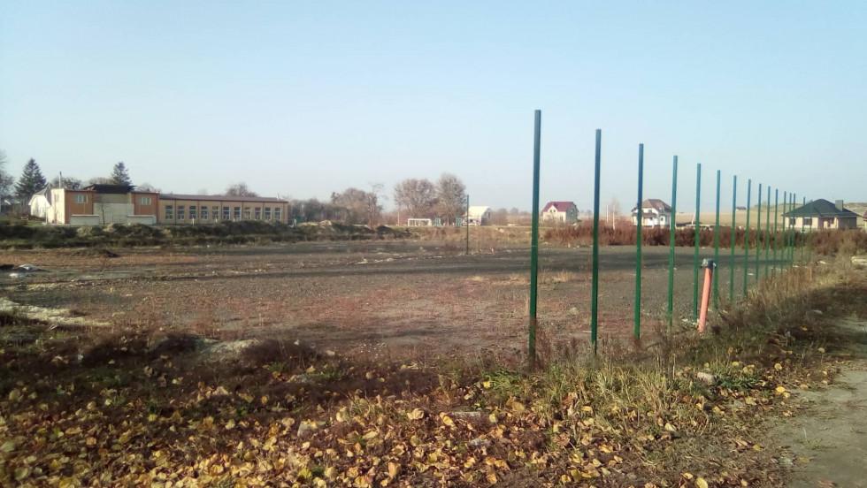 Місце, де збудують спортивиний майданчик у Рожичі