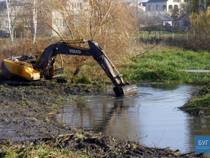 У місті на Волині взялися за впорядкування річки Риловиці