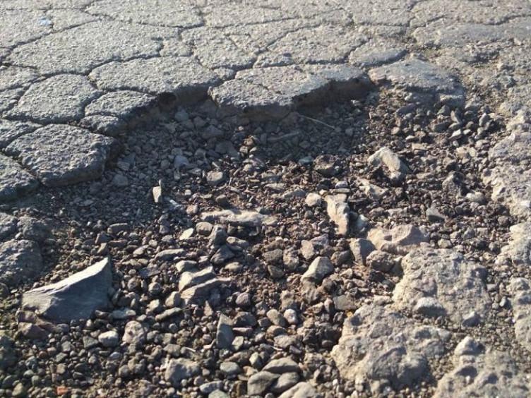 Підприємство, що видобуває глину руйнує дорогу на вулицях Гощі