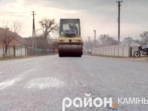 У селі Піщане відновили частину дороги з асфальтованим покриттям
