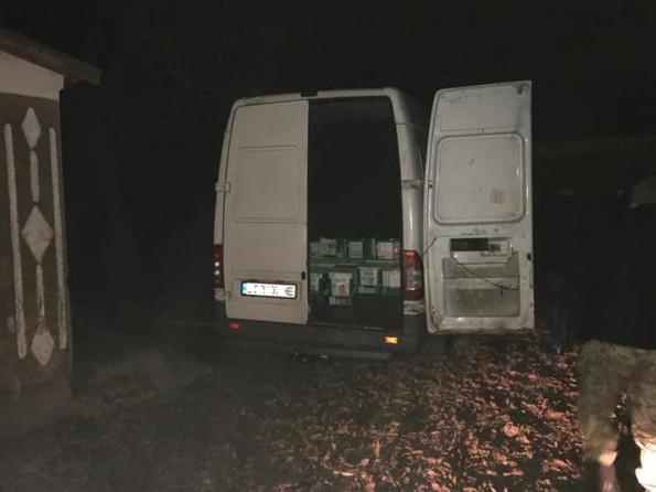 На кордоні порізали шини правоохоронцям, які намагалися зупинити контрабандистів
