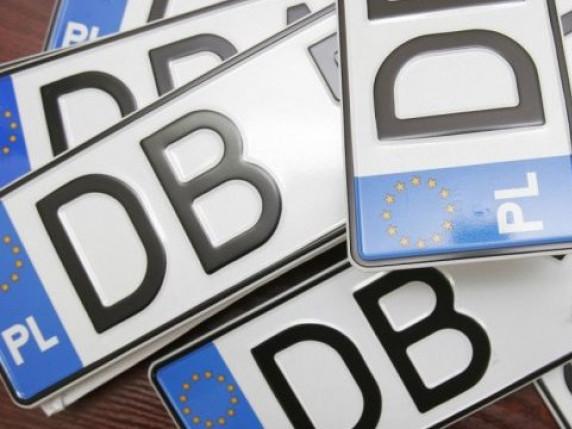 Машини на «бляхах» не треба вивозити з України, щоб розмитнити, – митники