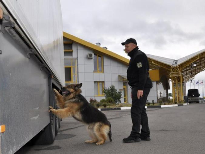 На кордоні з Білоруссю у рейсовому автобусі виявили незаконні ліки
