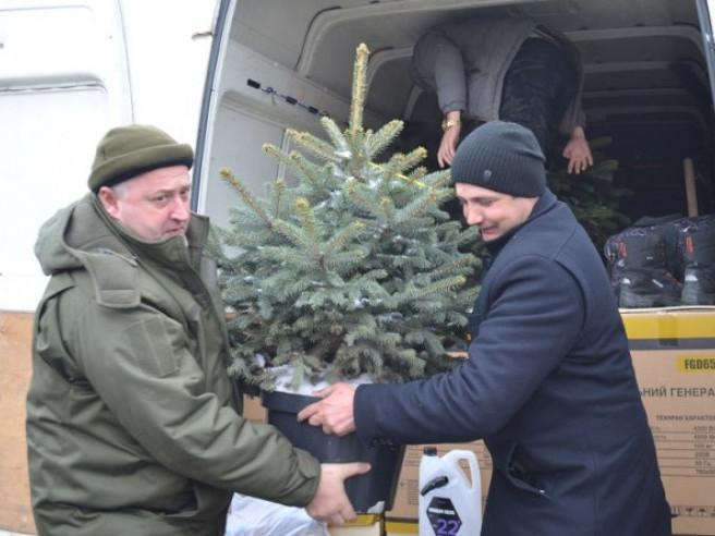 Волинські лісівники доставили допомогу бійцям 14-ї ОМБр та передали подарунки дітям Сходу