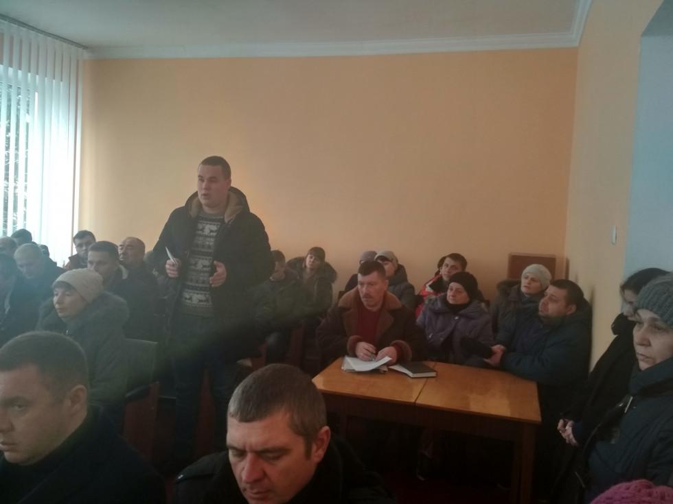 Депутат Олександр Постернак пропонує питання по Гаївці перенести на наступну сесію