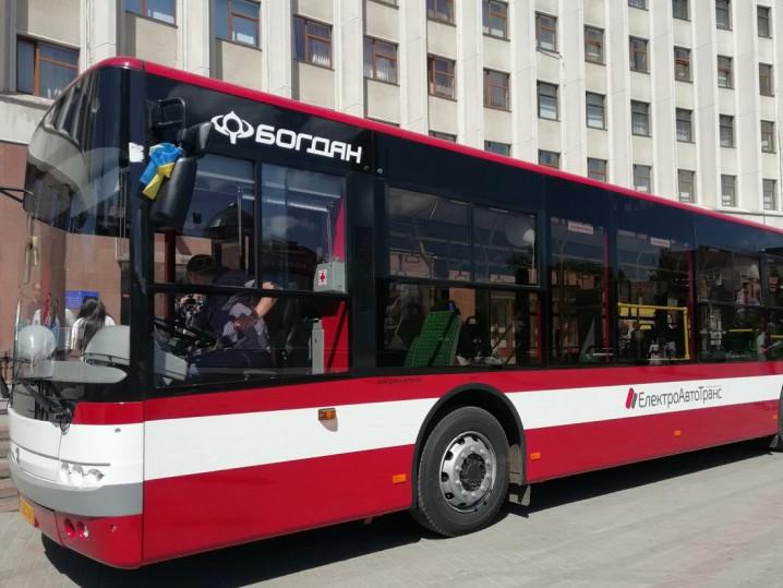 «Богдан» відправив у Івано-Франківськ перші 12 сучасних автобусів