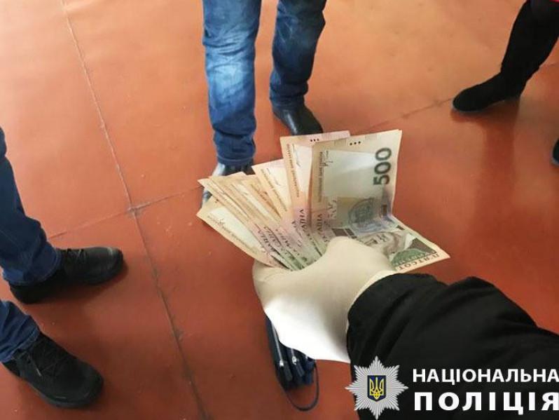 Директор волинського вишу погорів на хабарі у 12 тисяч гривень