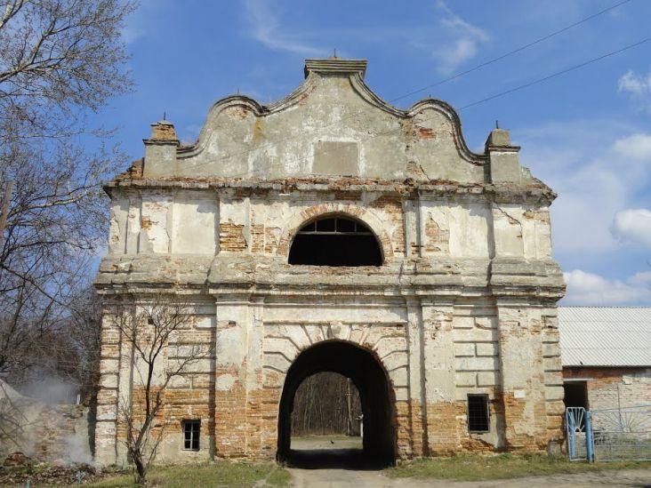 «В'їзна брама» у Любешеві