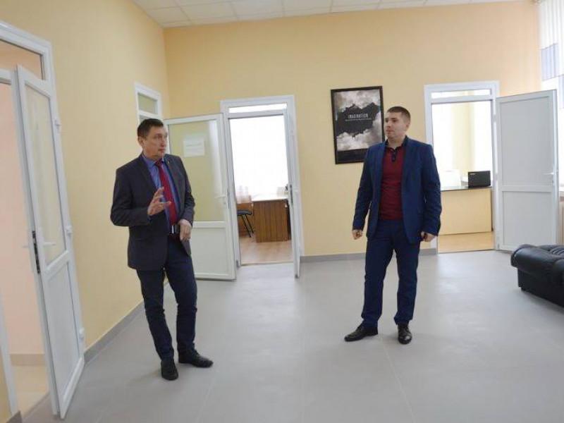 Міський голова Олег Кіндер та головний лікар Олег Самчук