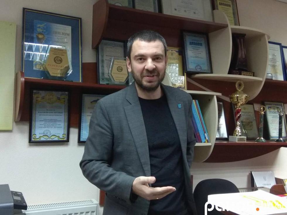 Валентин Бєльський, а за ним - численні нагороди за високі досягнення