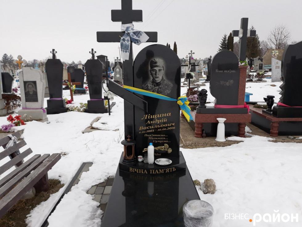 Могила Героя АТО Андрія Ліщини