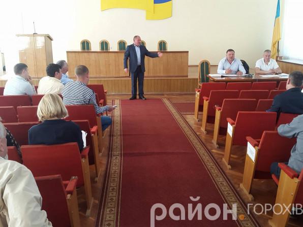 Директор Горохівського цукрового заводу Василь Муха доводить, що не верблюд