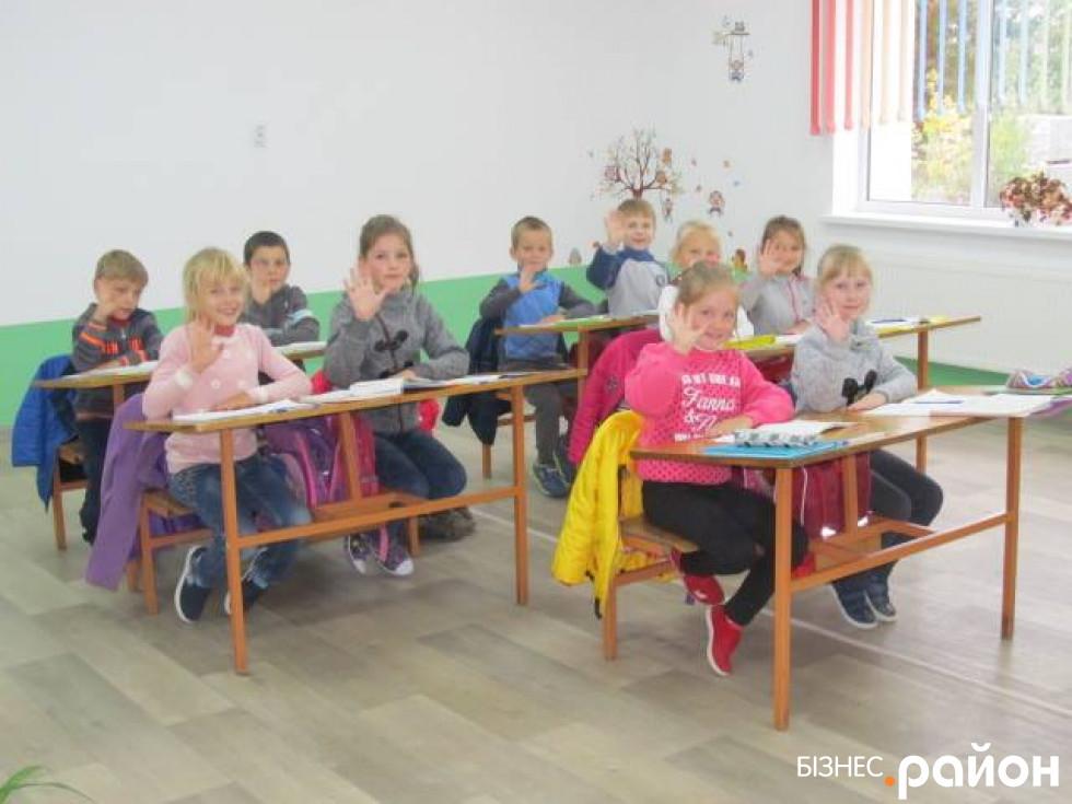 Учні школи в селі Старосілля