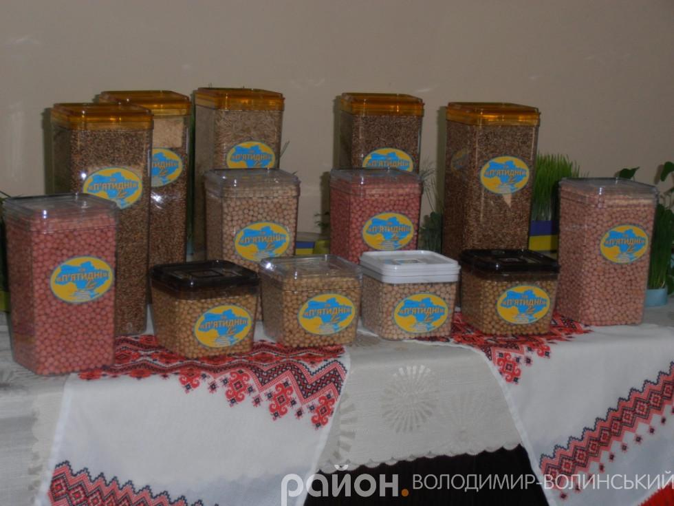 Основні культури у «П'ятиднях»– це пшениця, ріпак, кукурудза, соя, цукровий буряк, горох.