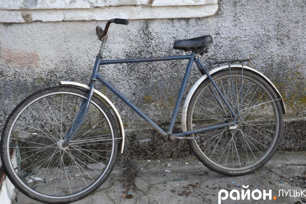і на велосипедах