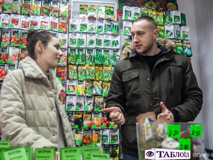 Леся та Сергій Фініковські у своєму магазині «Садівник»,