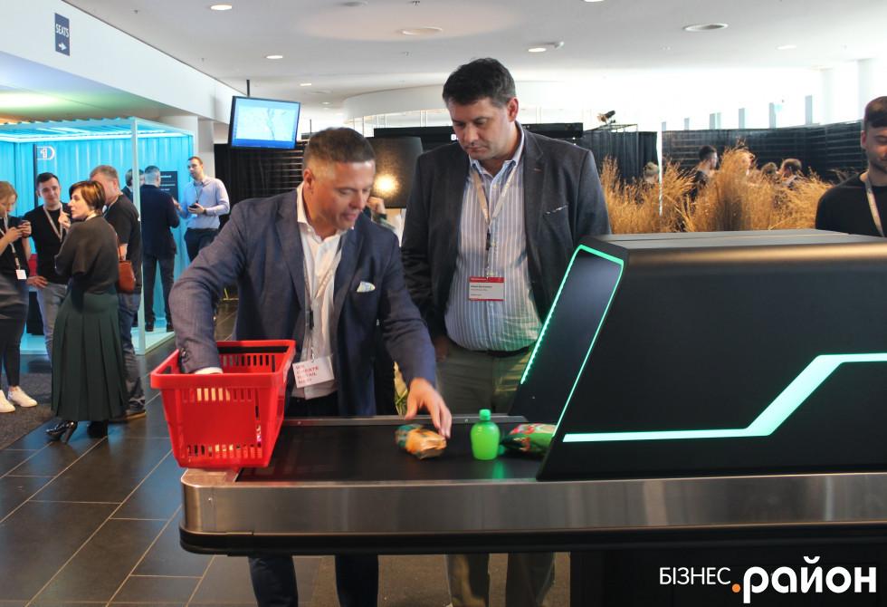 Петро Пилипюк особисто демонструє як працює інноваційний Tunnel Checkout