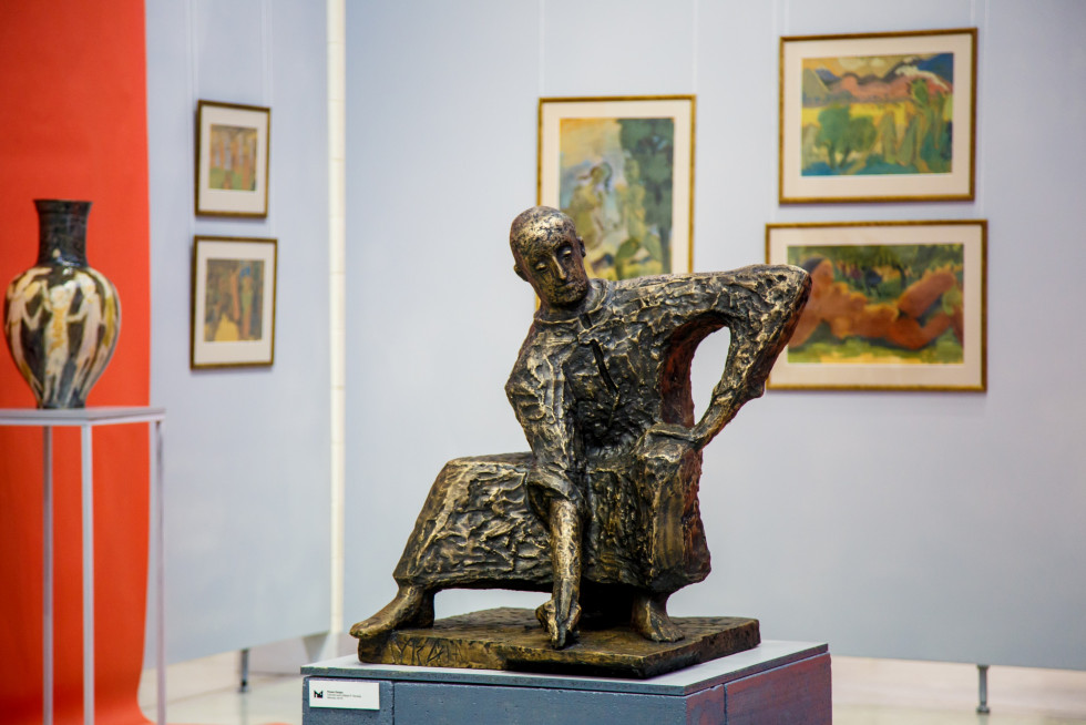 Робота скульптора Романа Петрука «Святий Лука». Скульптуру вилили напередодні відкриття проекту «Герметичне коло Звіринського» у Луцьку. Нині вона – окраса приватної колекції Корсаків