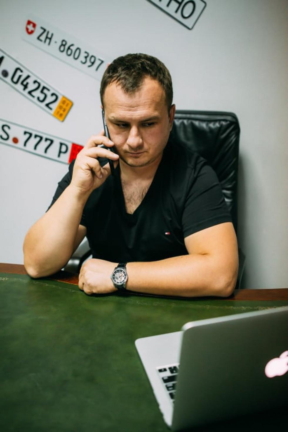 Валерій Аршулік просить називати його менеджером